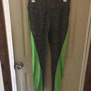 Spandex/polyester athletic leggings